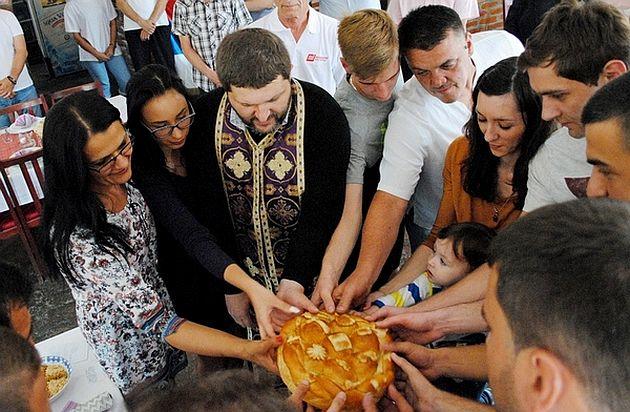 Secenje slavskog kolaca